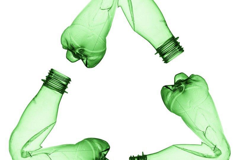 Un-mercado-pobre-y-botellas-de-bajo-peso-impulsores-de-la-caida-del-reciclaje-de-PET-G